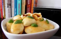 pieczone-pierogi-z-mozzarella-i-suszonymi-pomidorami