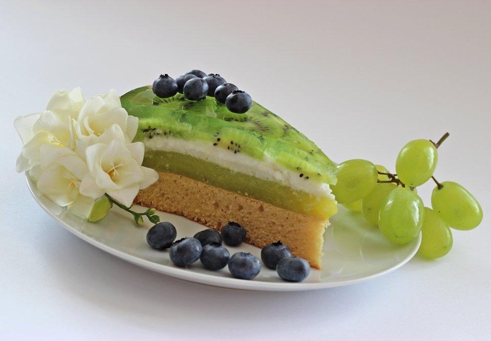 kawalek-tort-weganski-shrek