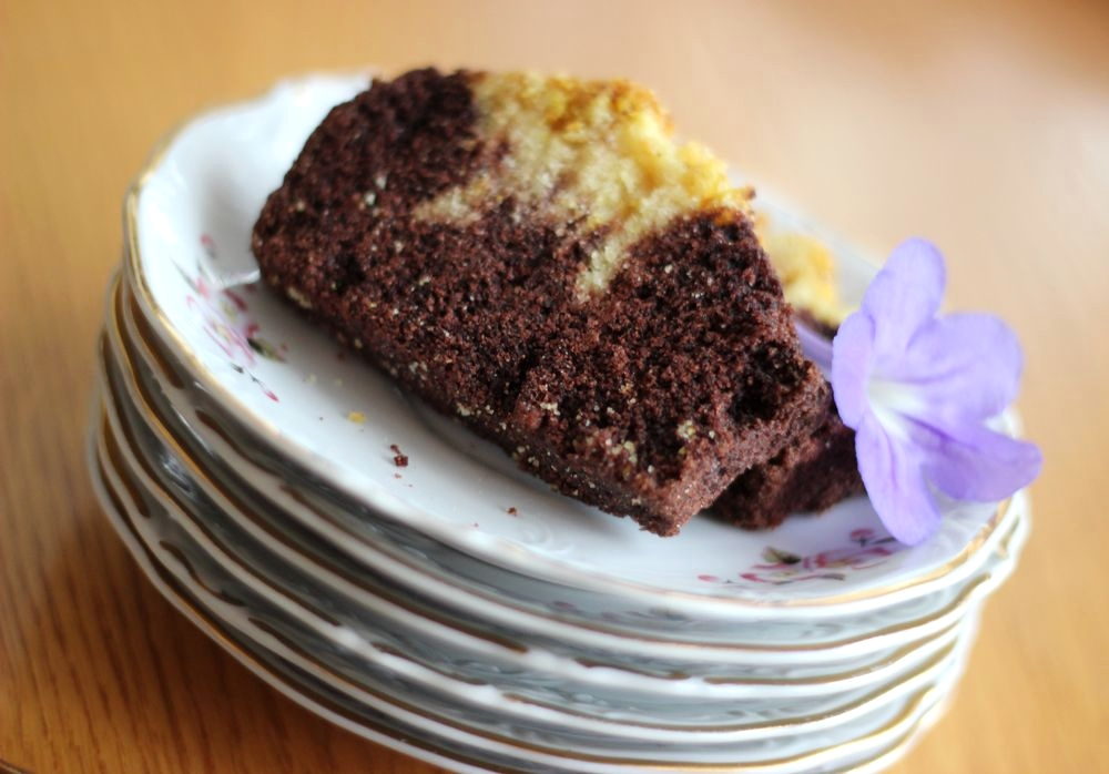 dwukolorowe-weganskie-ciasto-bezglutenowe